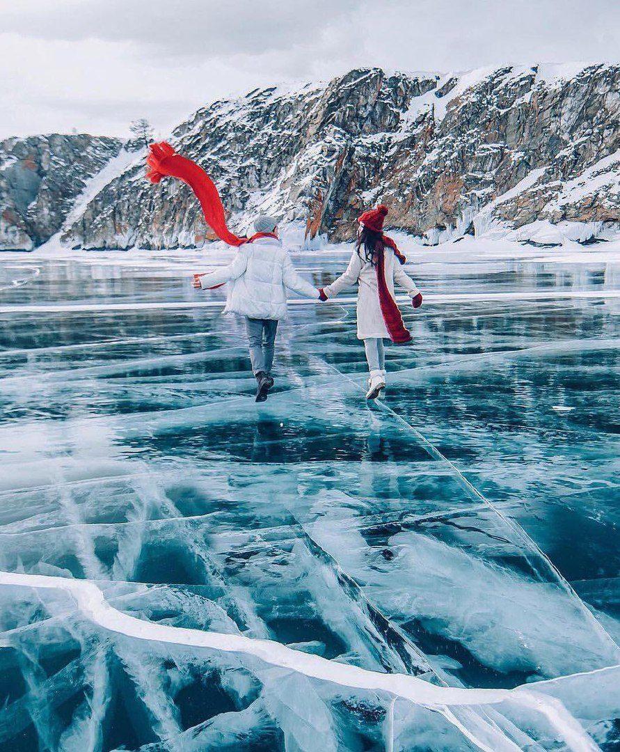 Vẻ đẹp mùa đông của hồ sâu nhất thế giới