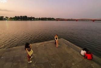 Huế lãng mạn hơn với đường đi bộ hai bờ sông Hương