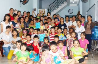 Gx TTS : Ca Đoàn Thánh Gia Thăm Mái Ấm La vang