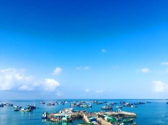 """Hàng trăm du khách bị """"mắc kẹt"""" tại đảo Lý Sơn-Quảng Ngãi do biển động"""