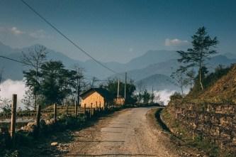 Vẻ đẹp kỳ diệu của những ngôi làng cổ tích giữa biển mây Sa Pa