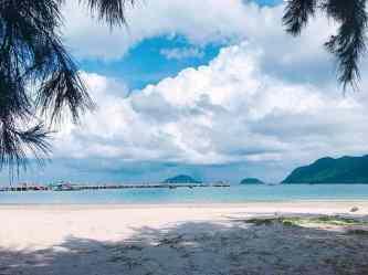 Trời nóng quá rồi, rủ ngay nhóm bạn khám phá Côn Đảo biển xanh, cát trắng, nắng vàng