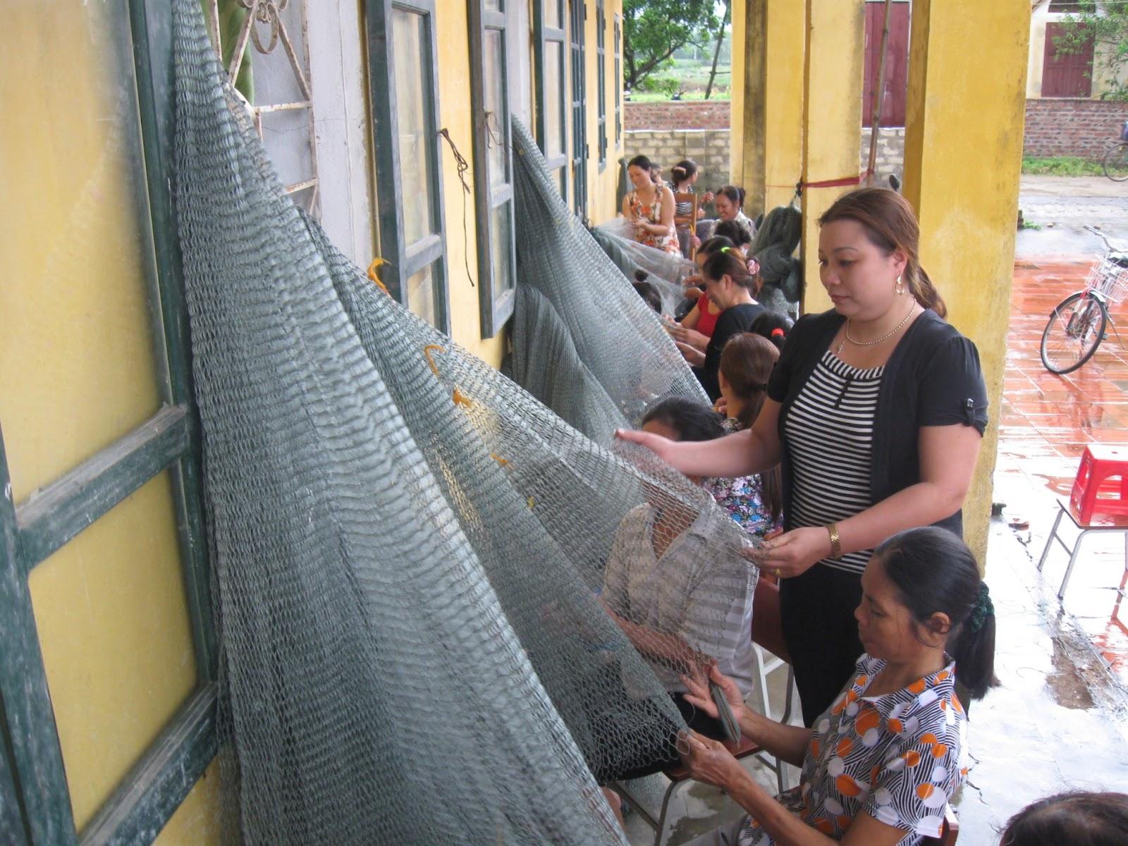 Người tạo nghề đan lưới cho nông dân xã Tân An