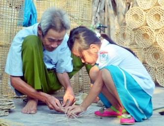 Truyền nhân đời thứ 13 của nghề đan ngư cụ ở Hưng Học