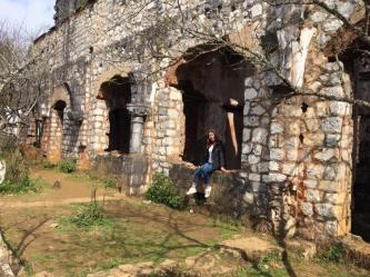 """Xách vali đi cho thỏa """"cơn thèm liều"""" tại tu viện cổ Tả Phìn ma mị giữa núi rừng Sapa"""