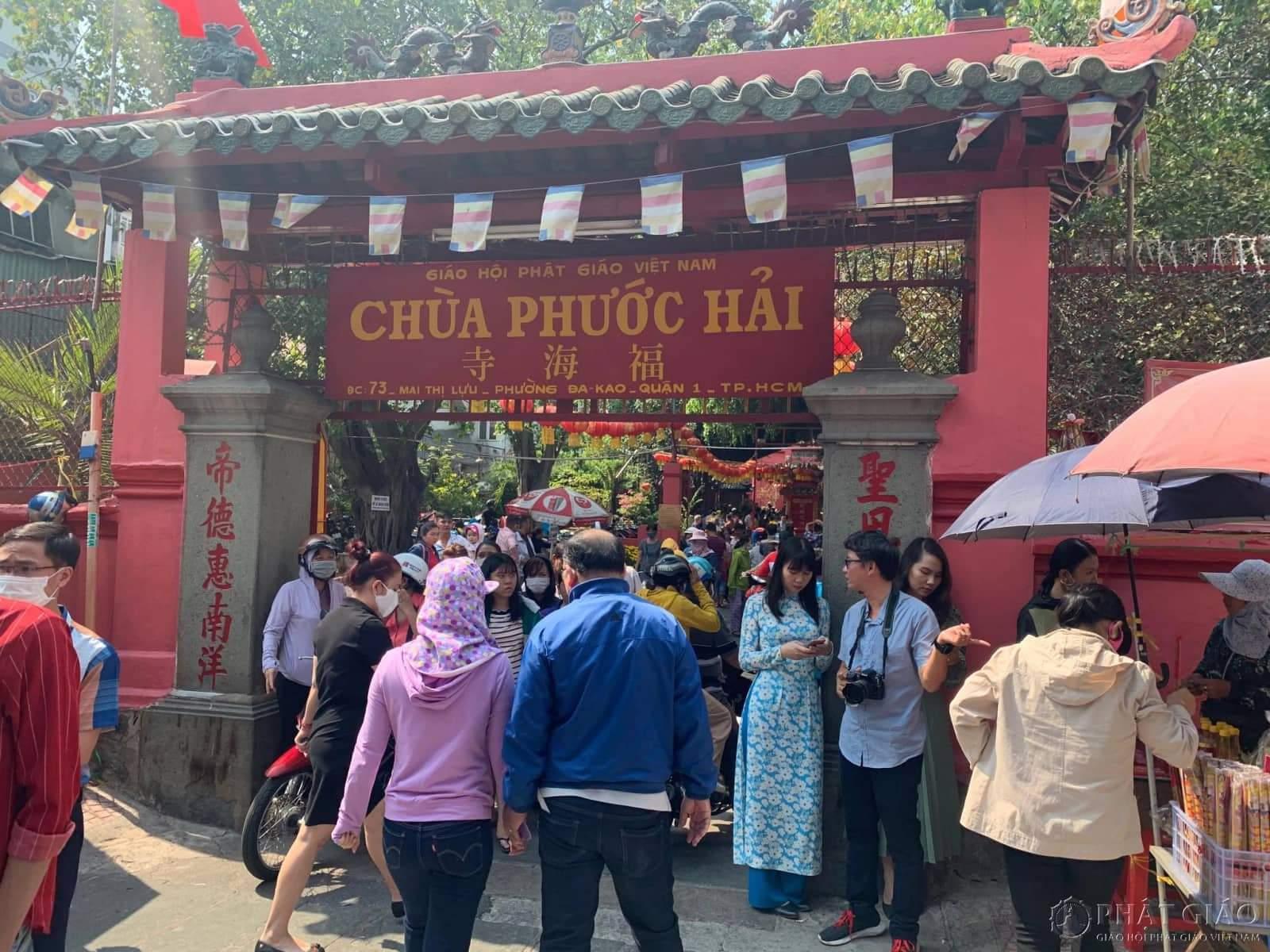 Bên trong chùa Ngọc Hoàng – TP.HCM mồng 6 Tết