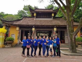 Giáo viên trường THCS Mỹ Độ tham quan Côn Sơn, Kiếp Bạc và đền Chu Văn An
